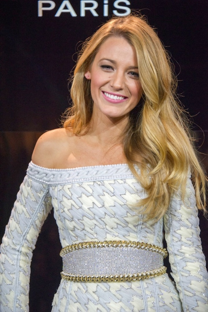 650x976xblake-lively-loreal-announcement1.jpg.pagespeed.ic.616si9hhR0