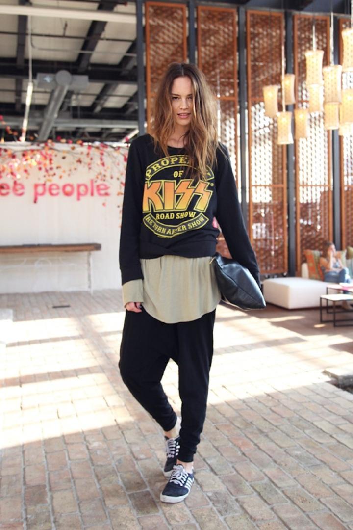 Model-Anastasia-Kiss-shirt